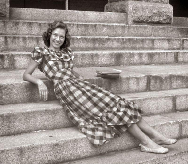 1940s-teenage-girls-1 (1).jpg