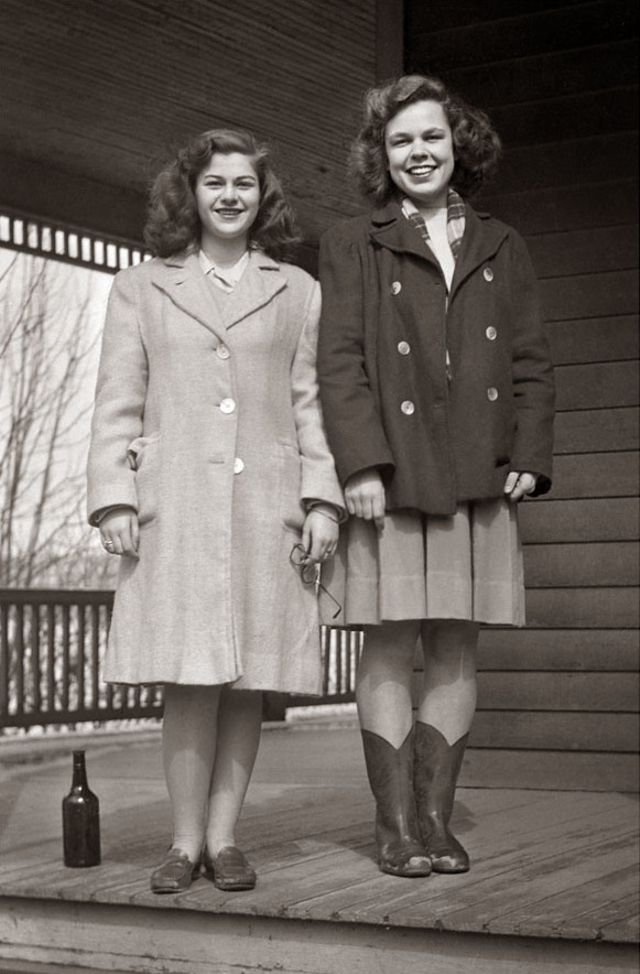 1940s-teenage-girls-3.jpg