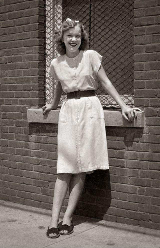 1940s-teenage-girls-6.jpg