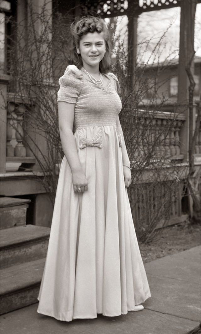 1940s-teenage-girls-12.jpg
