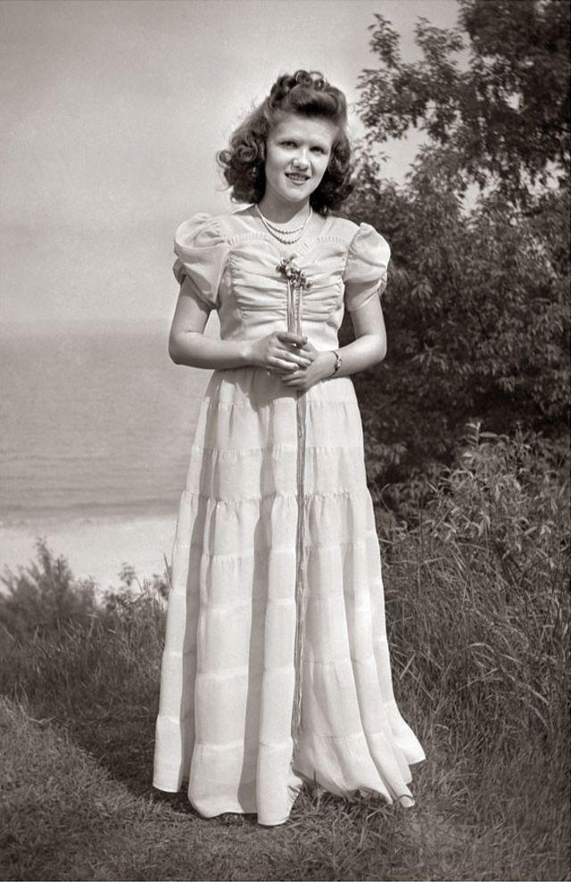 1940s-teenage-girls-16.jpg
