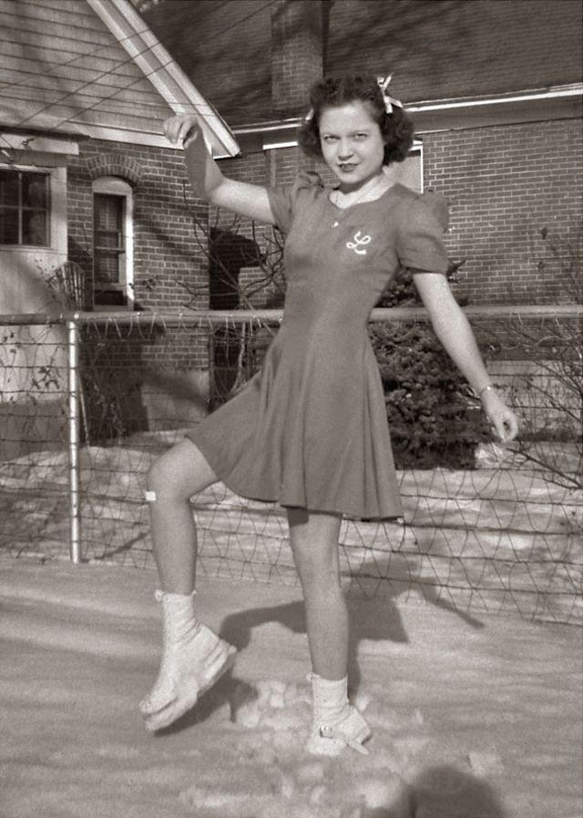 1940s-teenage-girls-18.jpg