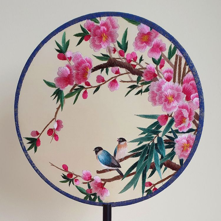 embroidered-chinese-silk-fans-3.jpg