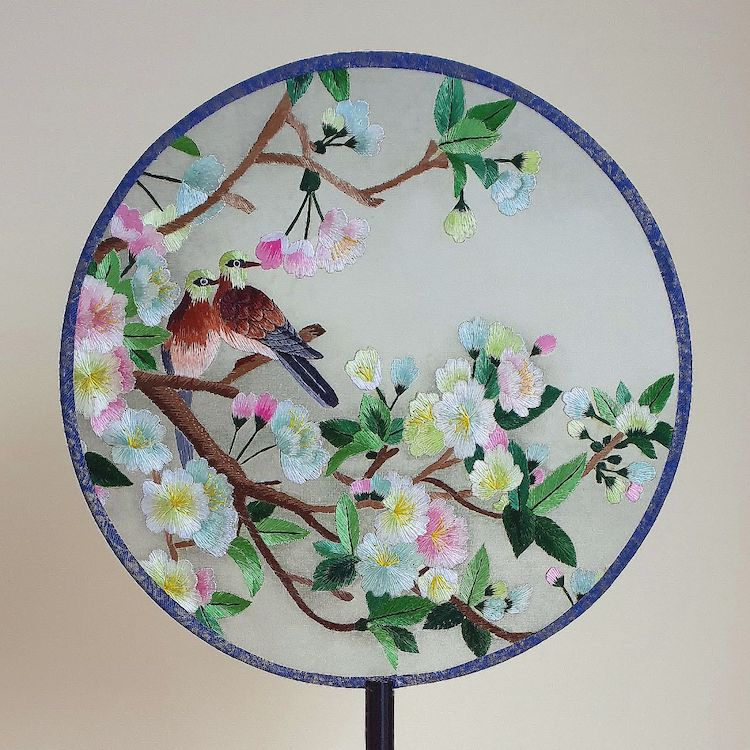 embroidered-chinese-silk-fans-11.jpg