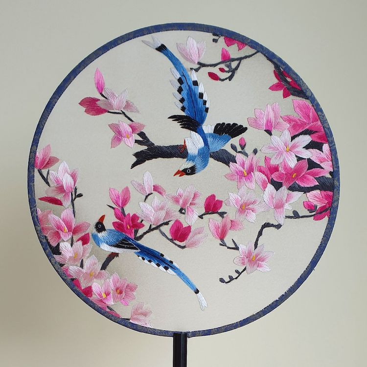 embroidered-chinese-silk-fans-12.jpg
