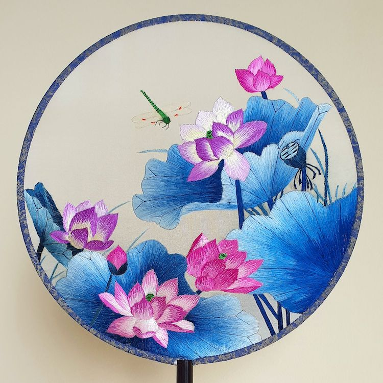 embroidered-chinese-silk-fans-16.jpg