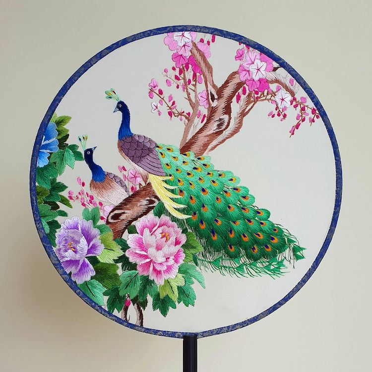 embroidered-chinese-silk-fans-17.jpg