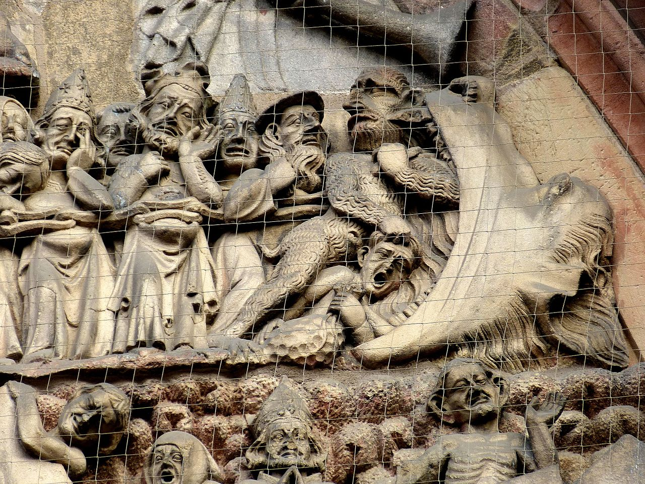 Nürnberg_Lorenzkirche_-_Westportal_4b_Jüngstes_Gericht_Hölle.jpg