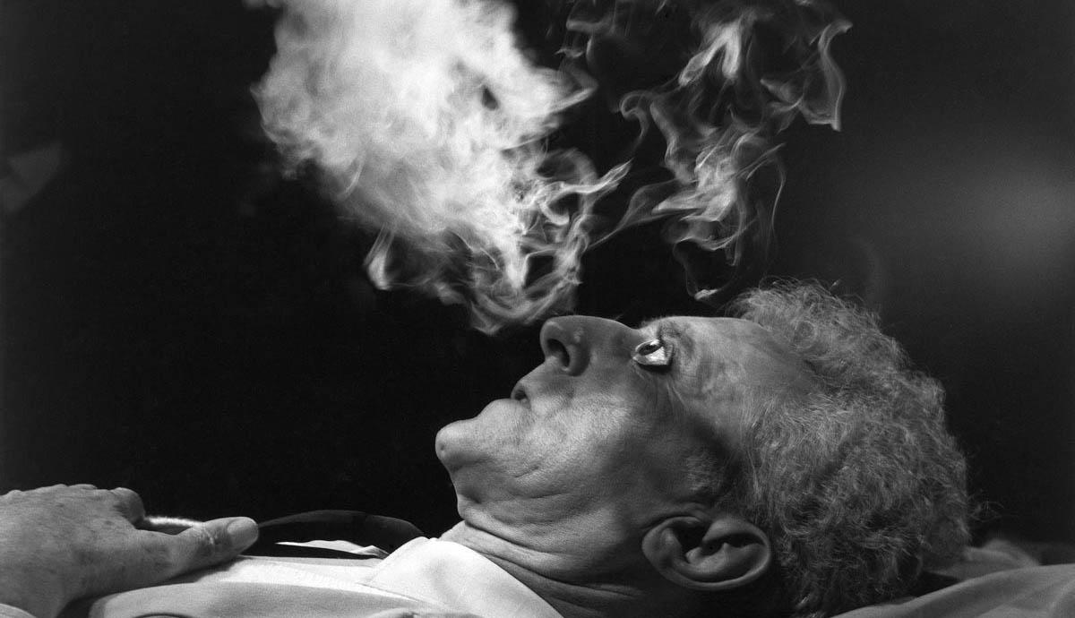 jean-cocteau-smoking-photo-artists.jpg