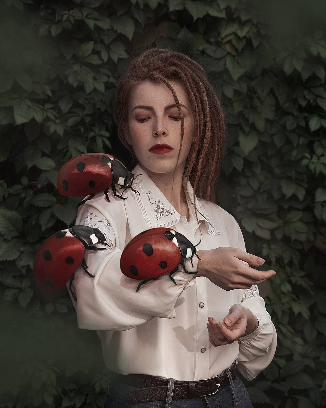 Россиянка Александра Чертулова и ее сюрреалистические автопортреты (25).jpg