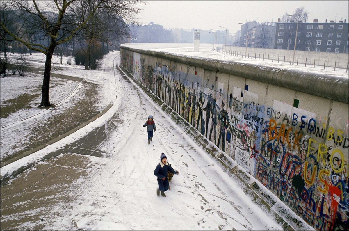 everyday-life-berlin-wall (2).jpg