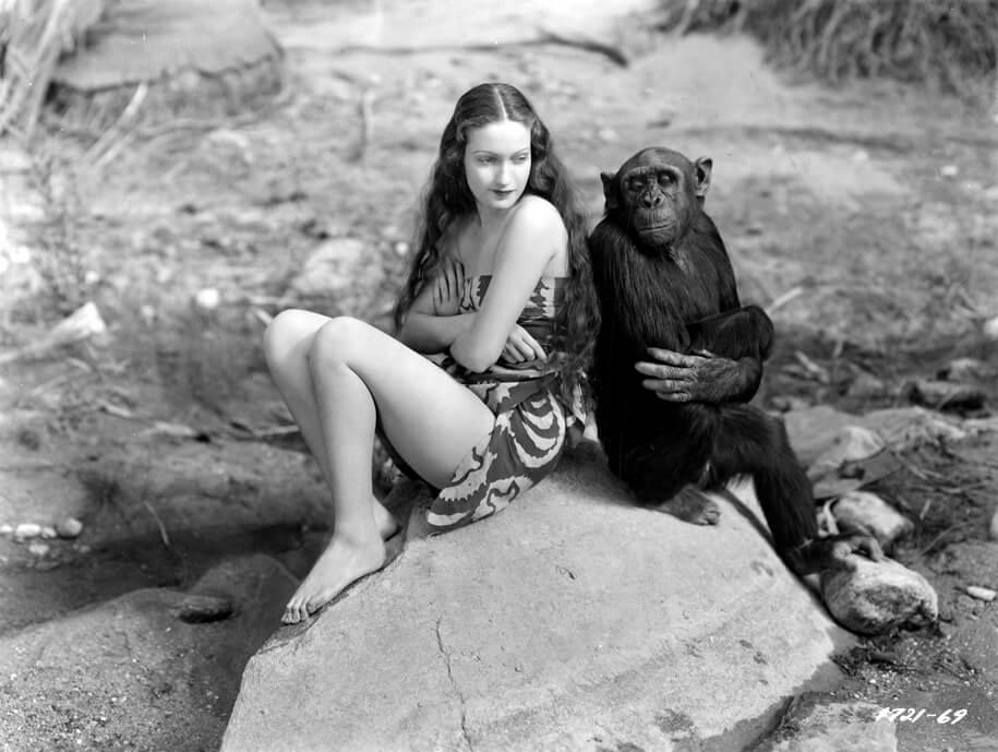 Актриса Дороти Ламур с шимпанзе Джиггзом (1).jpg