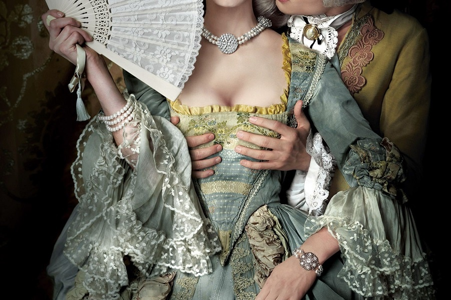 именно по форме ее груди создан слепок для изящного бокала для шампанского под названием креманка, он же шампанка, он же купе (coupe de champagne). Б…