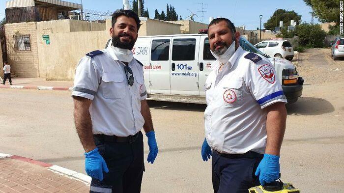 200326145335-02-israel-emergency-services-praying-exlarge-169-5ff31fc07f7d4__700.jpg