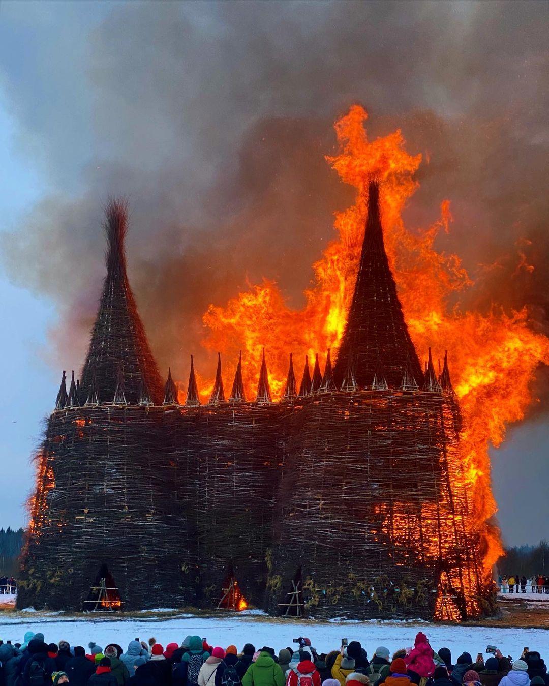 на Масленицу сожгли «Коронавирусный огрский замок» (1).jpg
