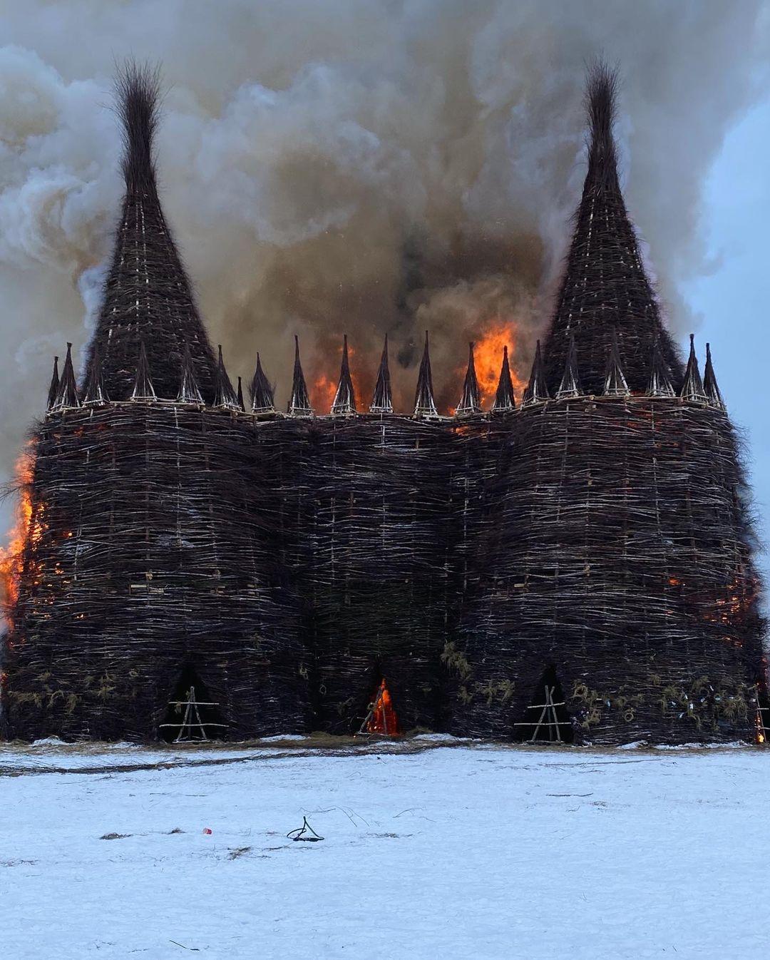на Масленицу сожгли «Коронавирусный огрский замок» (5).jpg