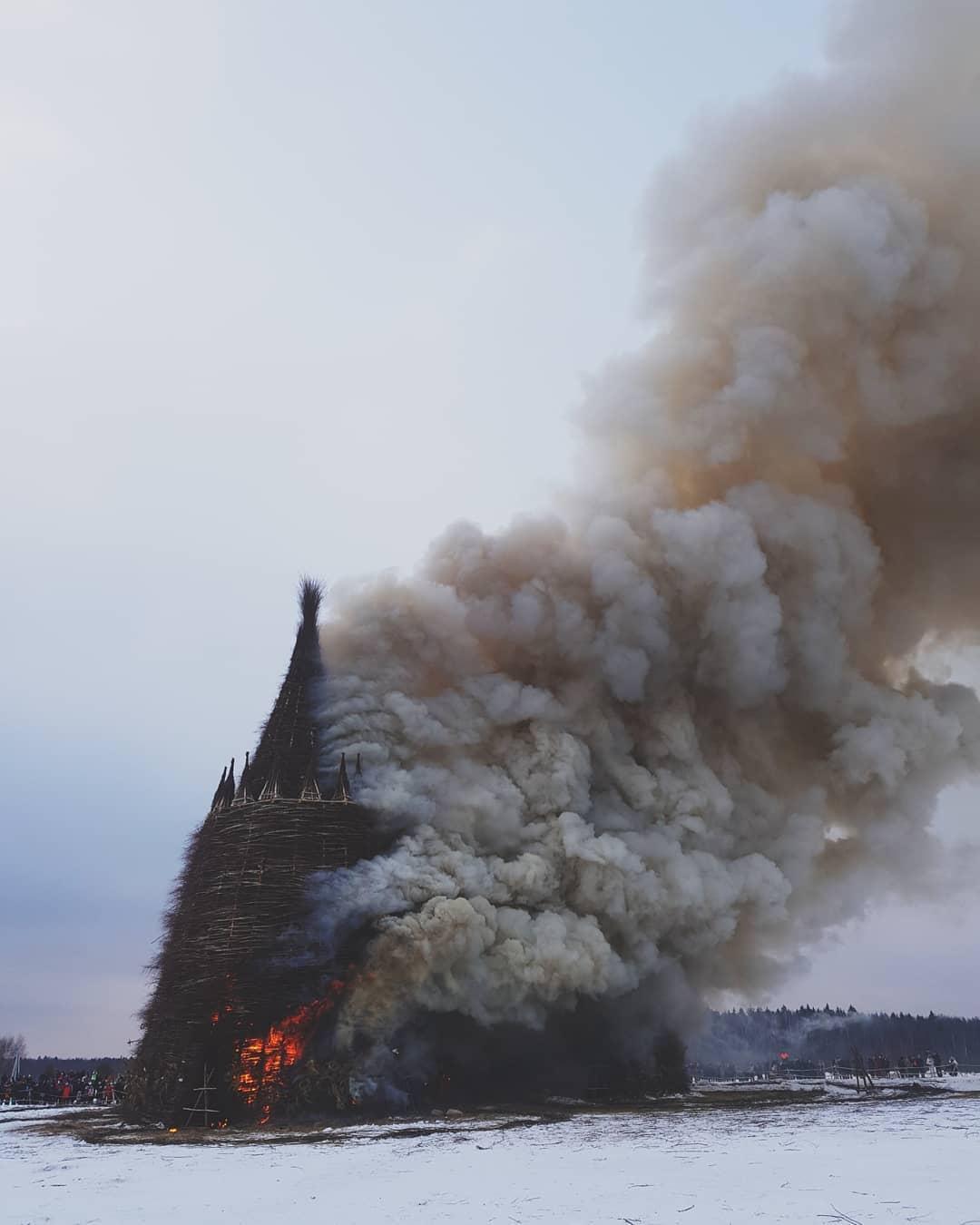 на Масленицу сожгли «Коронавирусный огрский замок» (6).jpg