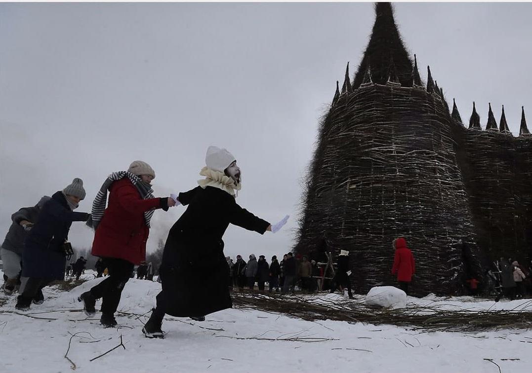 на Масленицу сожгли «Коронавирусный огрский замок» (8).jpg