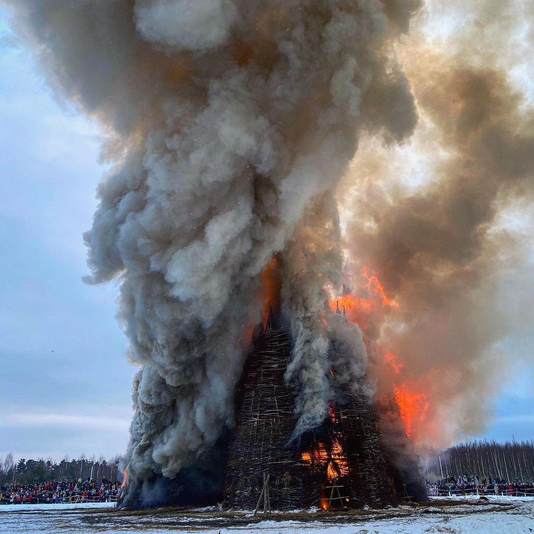 на Масленицу сожгли «Коронавирусный огрский замок» (12).jpg