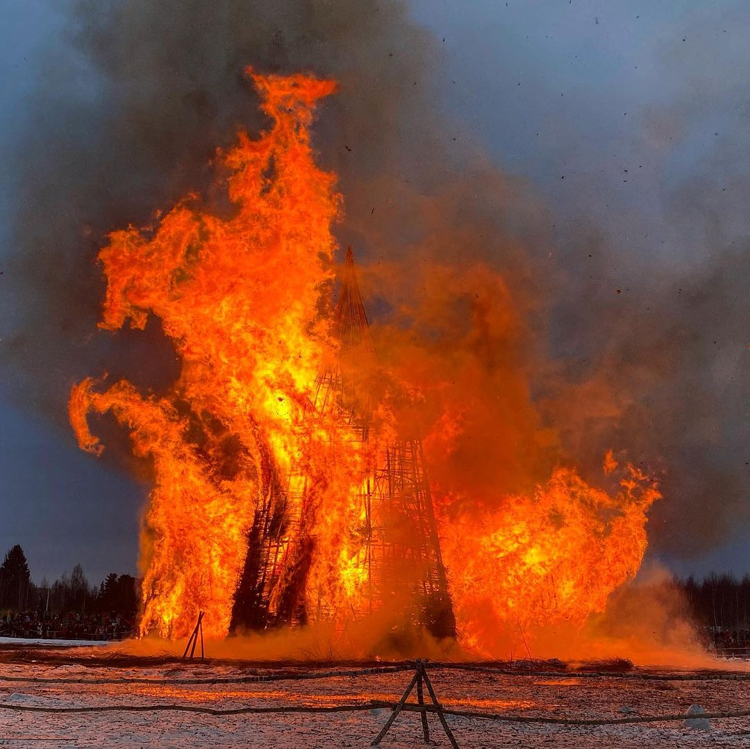 на Масленицу сожгли «Коронавирусный огрский замок» (13).jpg