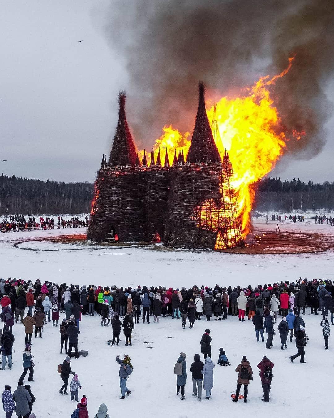 на Масленицу сожгли «Коронавирусный огрский замок» (15).jpg