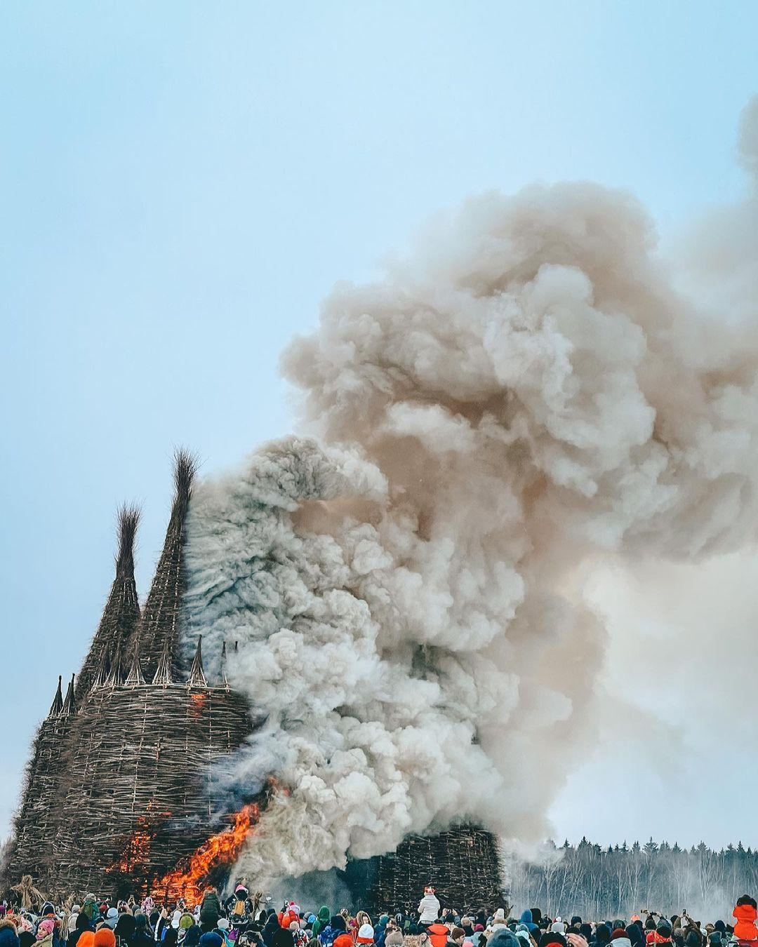 на Масленицу сожгли «Коронавирусный огрский замок» (18).jpg