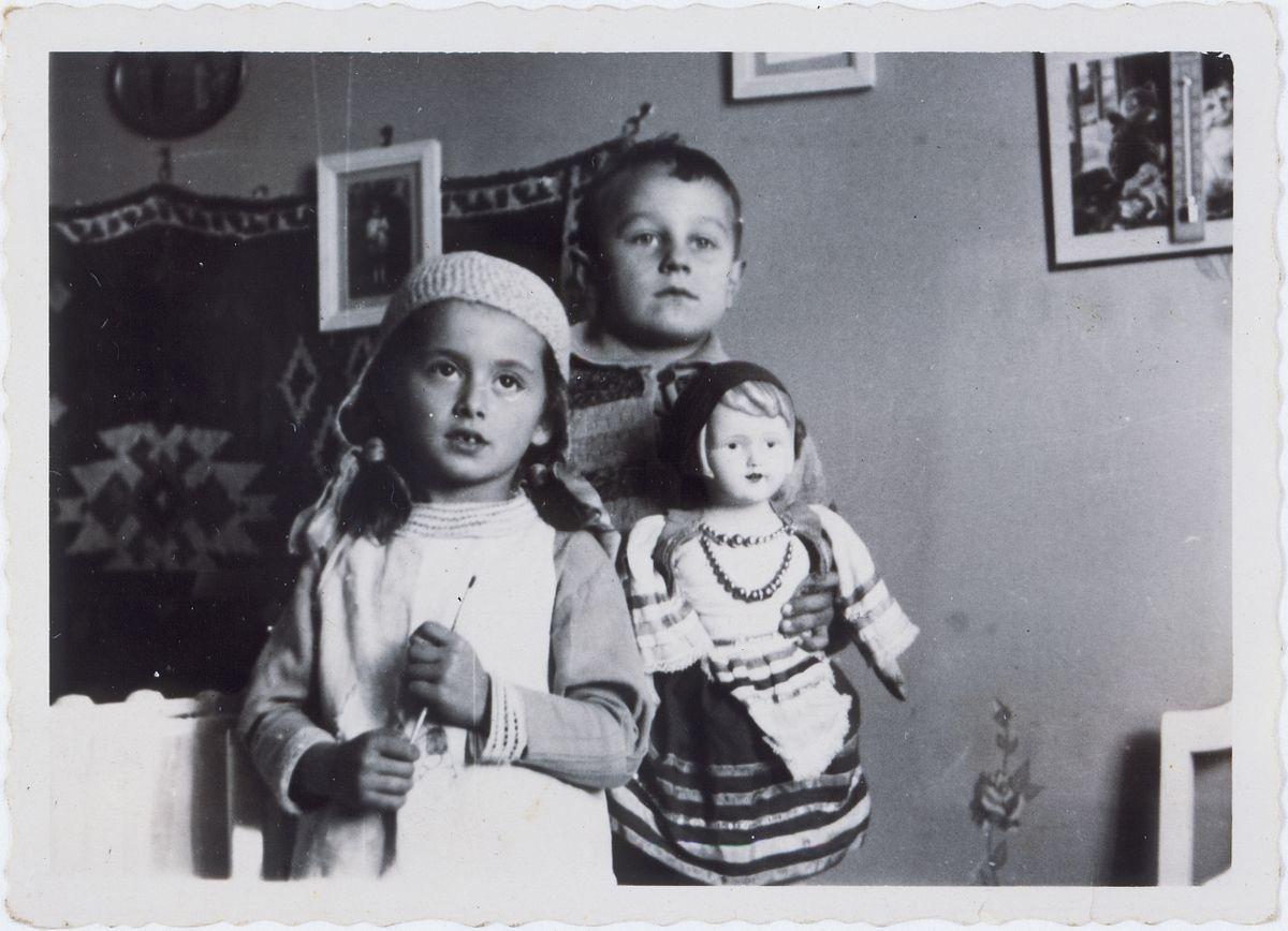 Они не успели наиграться в куклы (12).jpg