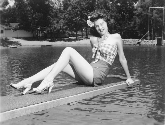 1940s-girls-10.jpeg