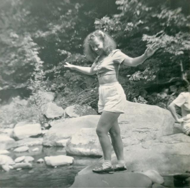 1940s-girls-21.jpeg