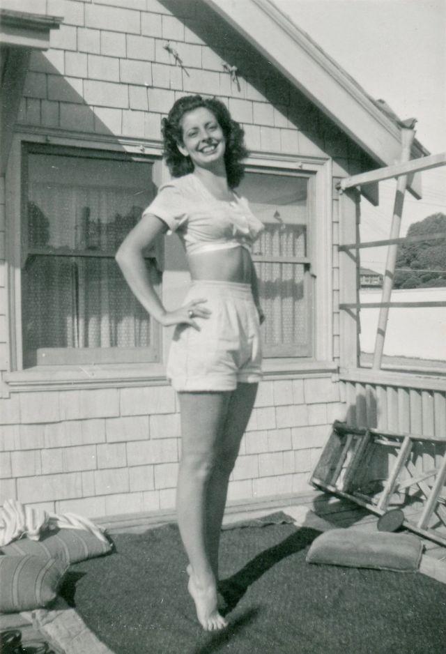 1940s-girls-24.jpeg