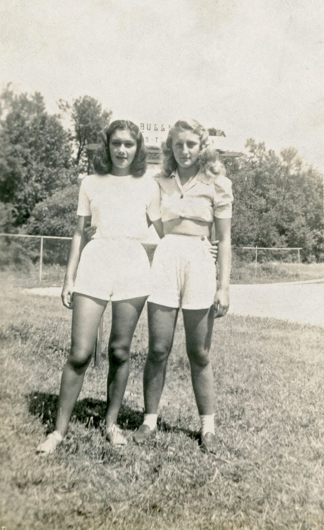 1940s-girls-30.jpeg