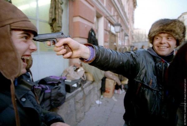 В-стране-разрешена-продажа-газового-оружия-Москва-Арбат-ноябрь-1992-г