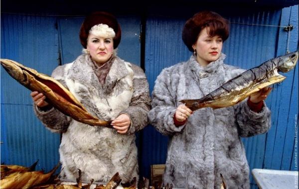 Торговля-рыбой-на-рынке-в-Петропавловске-Камчатском-март-1993-г