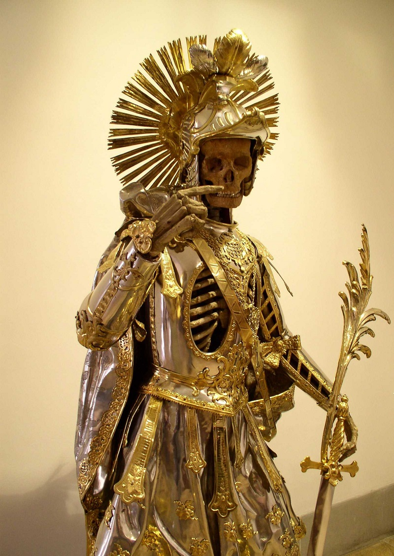 Скелет святого Панкратия в доспехах (3).jpg