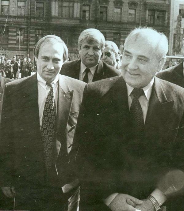 Горбачев уже не президент, Путин — еще не президент, 1994 год.