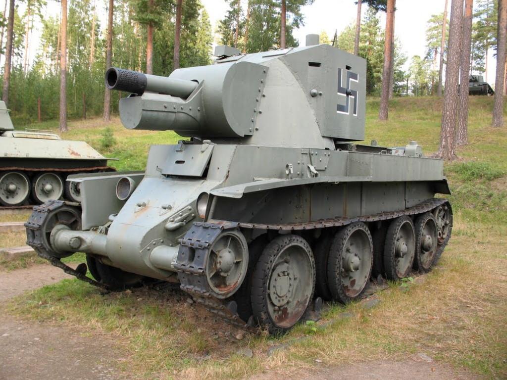 БТ-42 в музее бронетехники в Парола