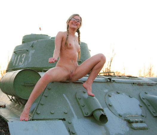 Ася с танков в порно, дрочит и не дает порно