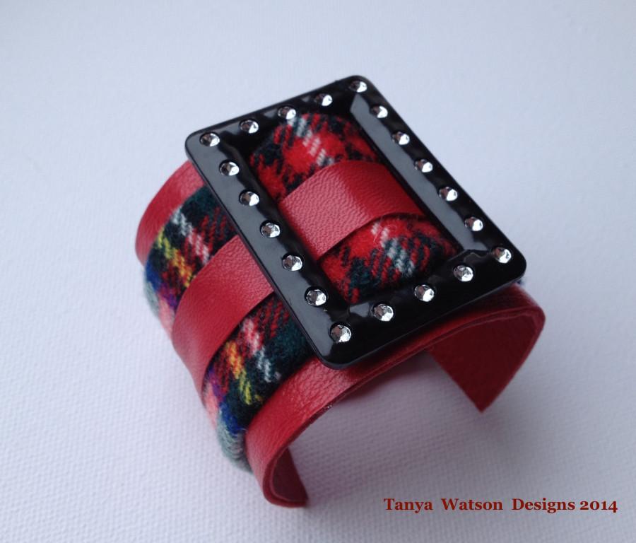 black buckle  red  tartan bracelet 2