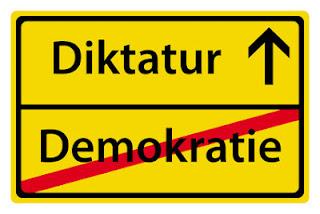 demokratie-diktatur-fotolia_26515263_xs