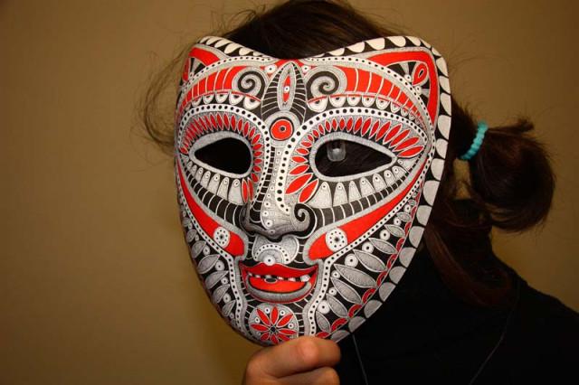 Роспись масок из папье-маше