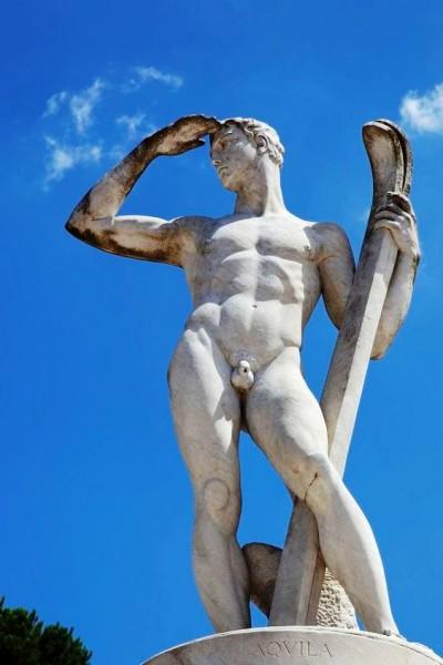 лыжник статуя.jpg