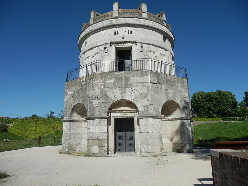 800px-Mausoleum_of_Theoderic