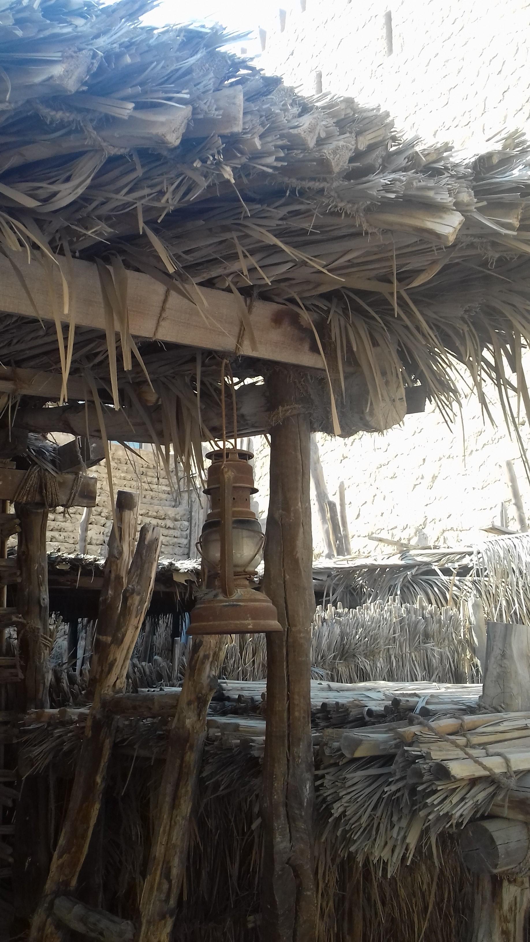 """На входе в летний дом бедуина """"барасти"""""""
