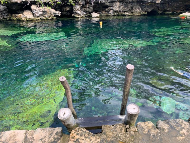 Сеноты это пресноводные водоемы, запас пресной воды в Мексике. Бывают подземные и много открытых.
