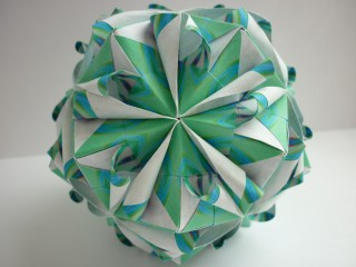 Brightly Kusudama by Kiyoko Ito