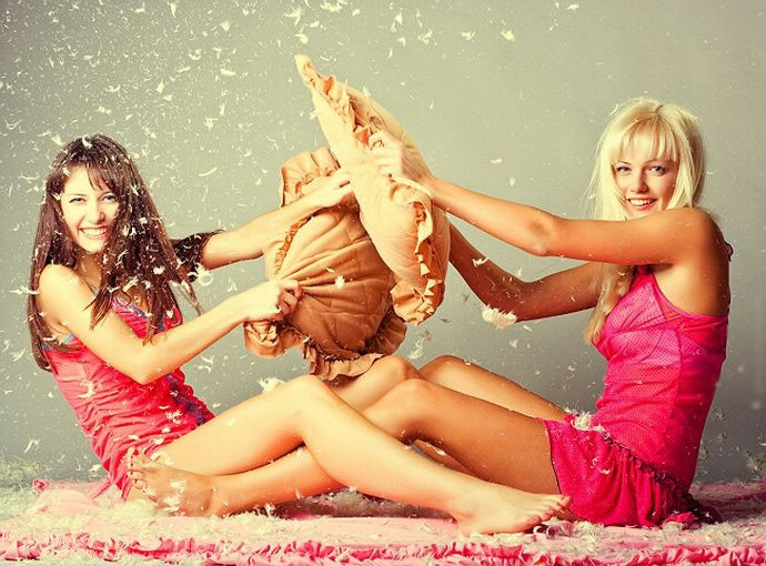 Смешная картинка блондинка и брюнетка