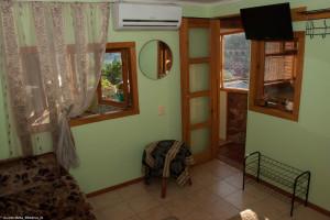9 Выход их комнаты на кухню и балкон.jpg