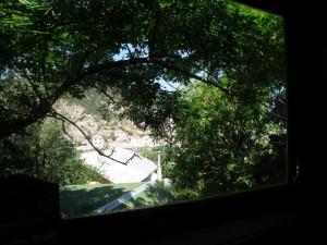 12 Вид из второго окна сидя на кровати.JPG