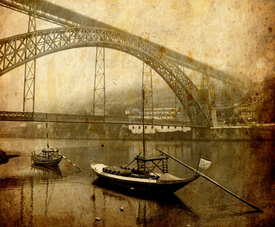 Traditional boats at Douro river in Porto, Portugal // Author: André Viegas