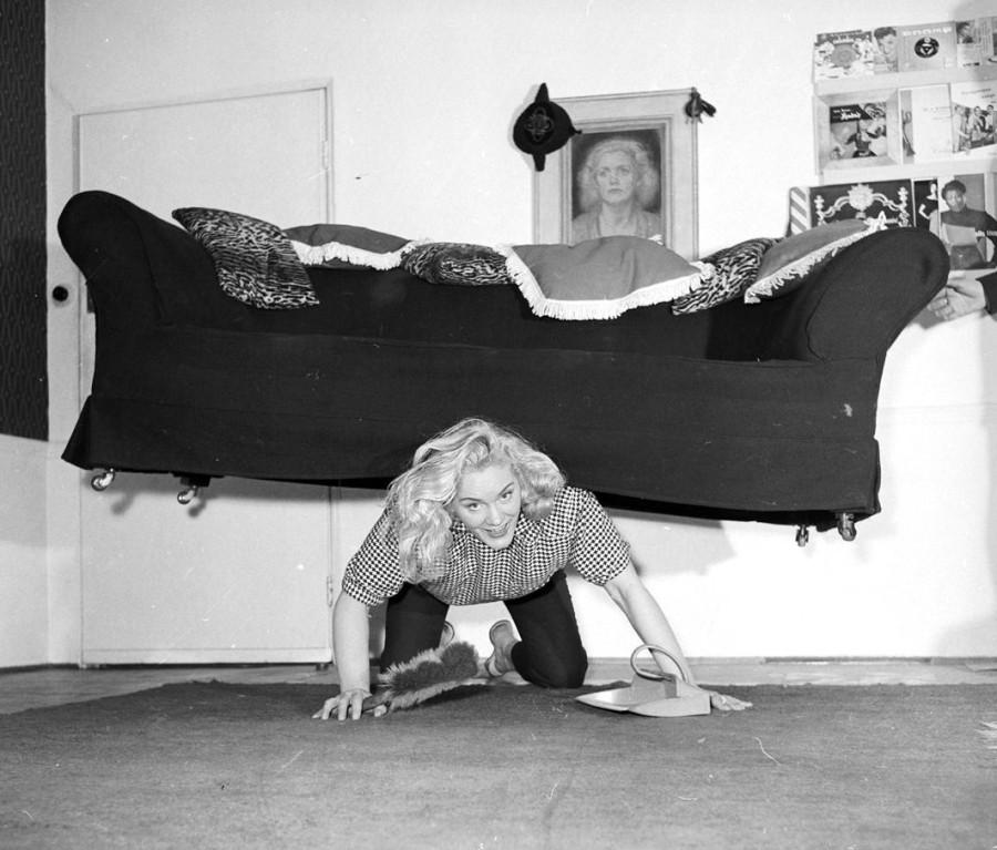 Glamorous-strongwoman-Joan-Rhodes